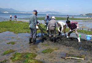 6砂泥に埋まった網の除去